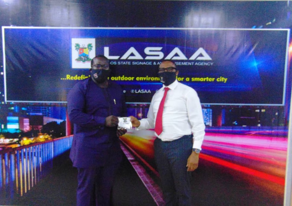 August 17, 2020: The Managing Director of Lagos State Signage and Advertisement Agency, Prince Adedamola Docemo today, received one hundred and eighty-five reusable facemasks donated by the Managing Director, Four Pulley Limited, Mr. Olanrewaju  Ashaolu as support for the Agency during this COVID-19 pandemic period