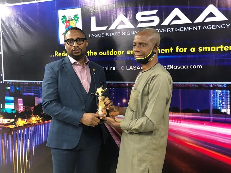 Lagos State Signage and Advertisement Agency receives an award as the Outstanding Agency of the Decade.This was presented by the Team Lead, Marketing Edge Online, Mr. Amos Oladele and received by the Managing Director (LASAA), Prince Adedamola Docemo (right).